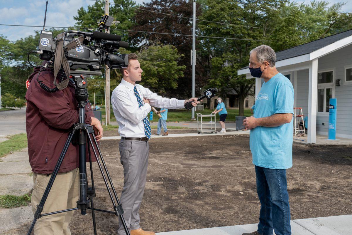 Lowe's 100 Hometowns Media Day